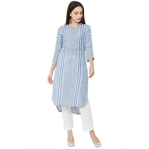 Staring Blue Colored Casual Wear Printed Cotton Kurti