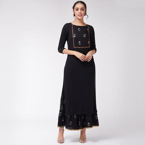 Pannkh - Women's Black Colored Foil Printed Rayon Straight Fit Kurti