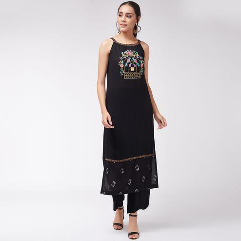 Pannkh - Women's Black Colored Sleeveless Embroidered Fusion Rayon Straight Fit Kurti