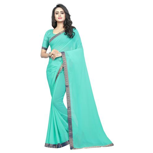 Swara Enterprise - Firozi Poly Georgette Lace Border Saree With Blouse