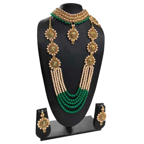 Zaffre Collections - Trending Green Crystal And Pearl Necklace Choker Combo Set With Maang Tikka For Women And Girls