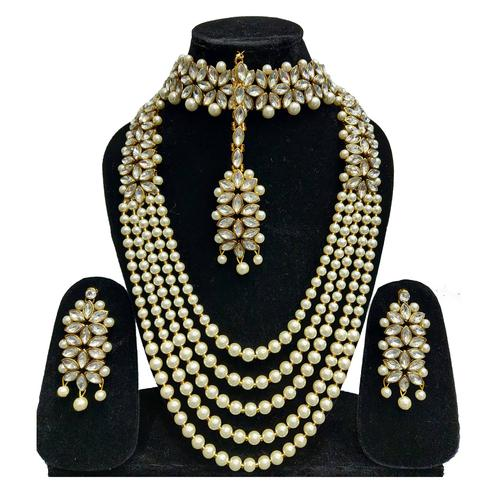 Zaffre Collections - Trending White Crystal And Pearl Necklace Choker Combo Set With Maang Tikka For Women And Girls