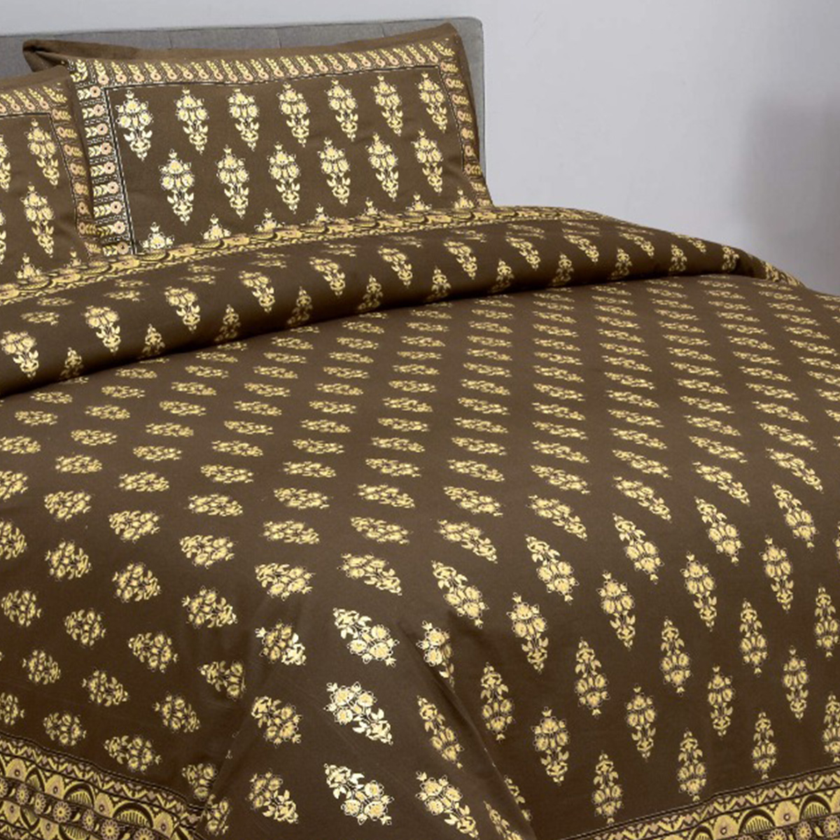 Gleaming Green Printed King Size Bedsheet Comes With 2 Pillow Cover