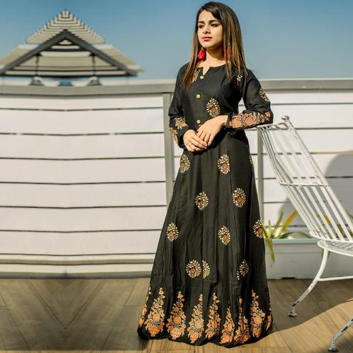 Zyla - Black Colored Mialo Circle Anarkali Rayon Kurti