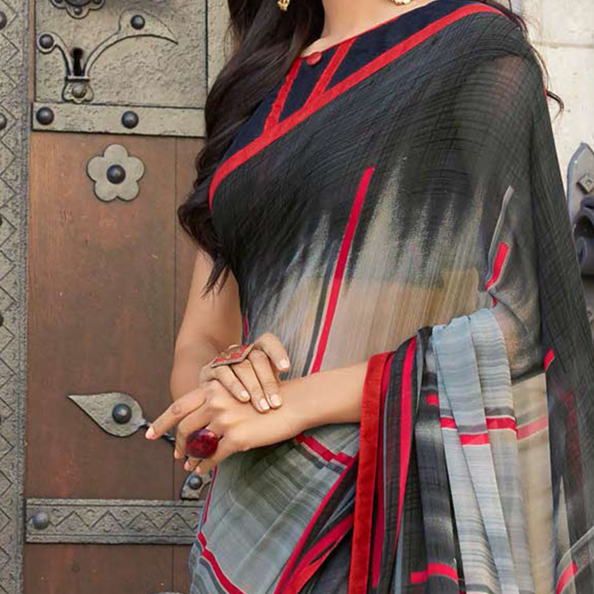 Sizzling Black-Gray Colored Casual Printed Weightless Georgette Saree