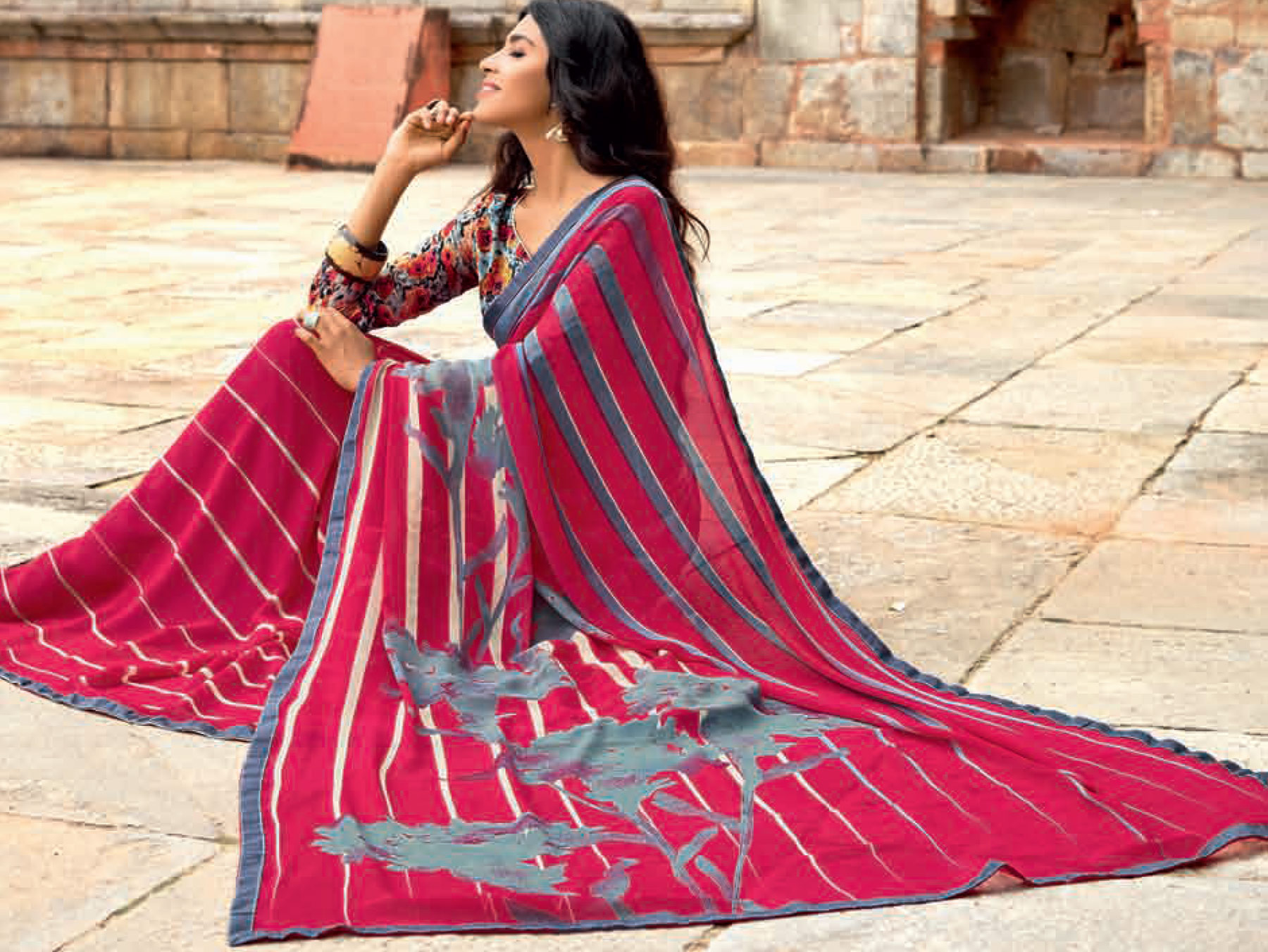 Ravishing Pink-Gray Colored Casual Printed Weightless Georgette Saree